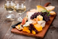 Cheese and wine tasting in Paris